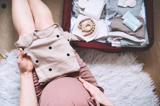 Parés pour la maternité : que faut-il ne surtout pas oublier ?